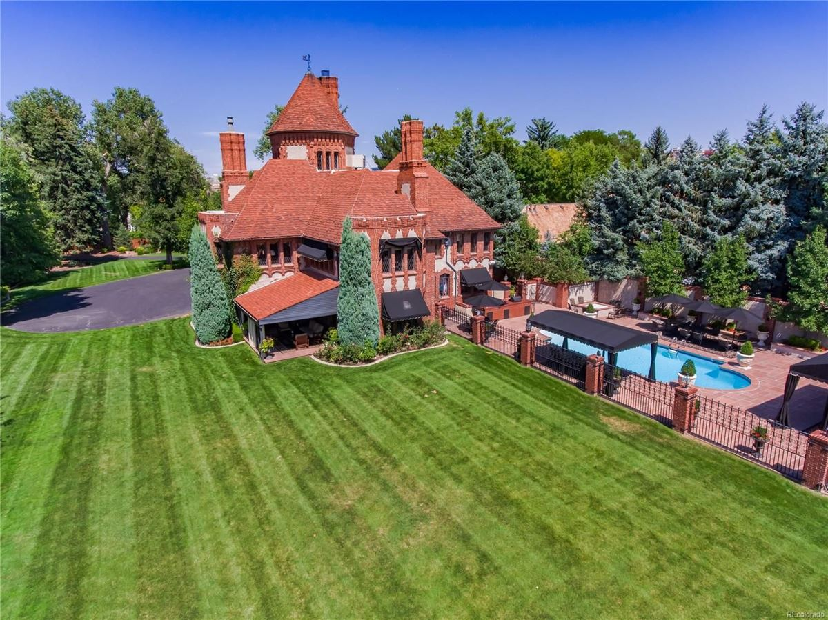 Mansions stately 1920s Tudor Estate