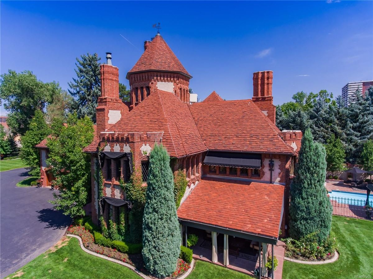 Luxury homes stately 1920s Tudor Estate