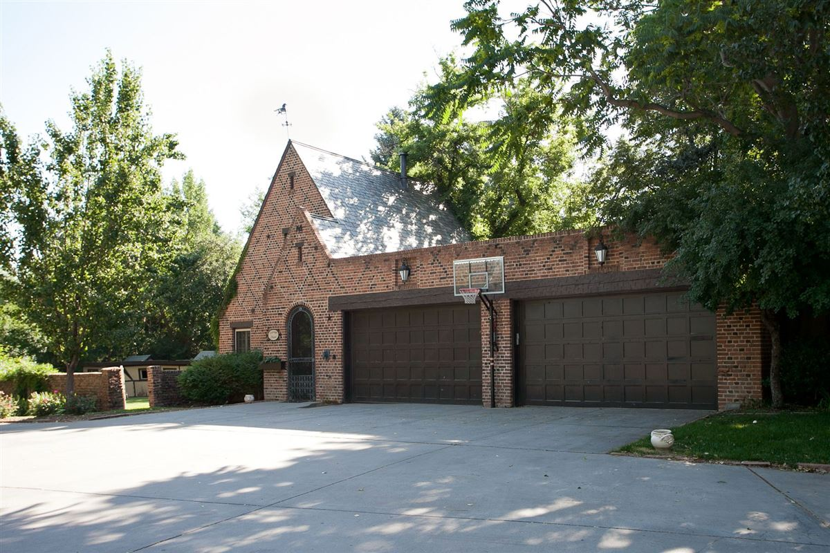 Luxury real estate Historic grand mansion built in 1919