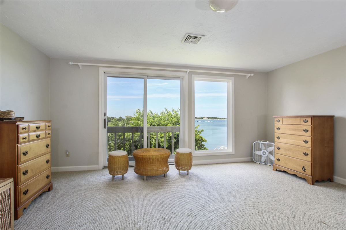 Luxury properties Beautiful waterfront home