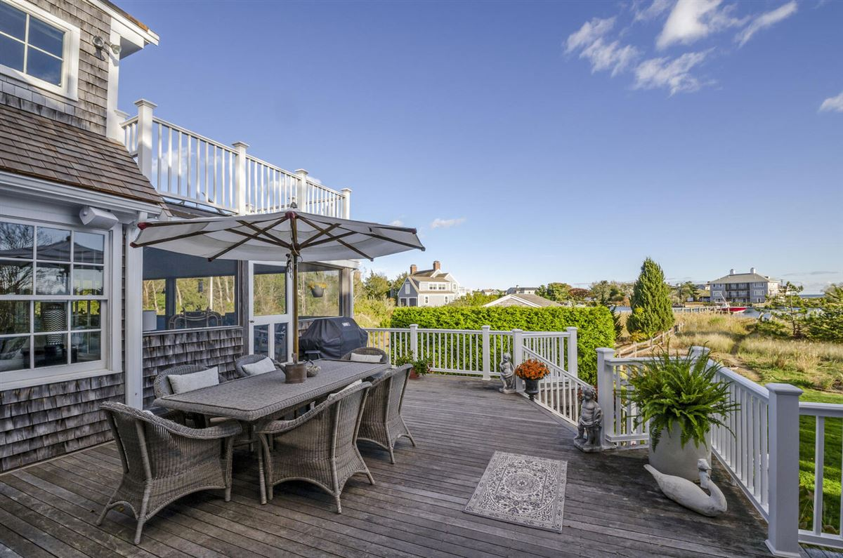 Luxury homes Exceptional waterfront Nantucket style Gambrel