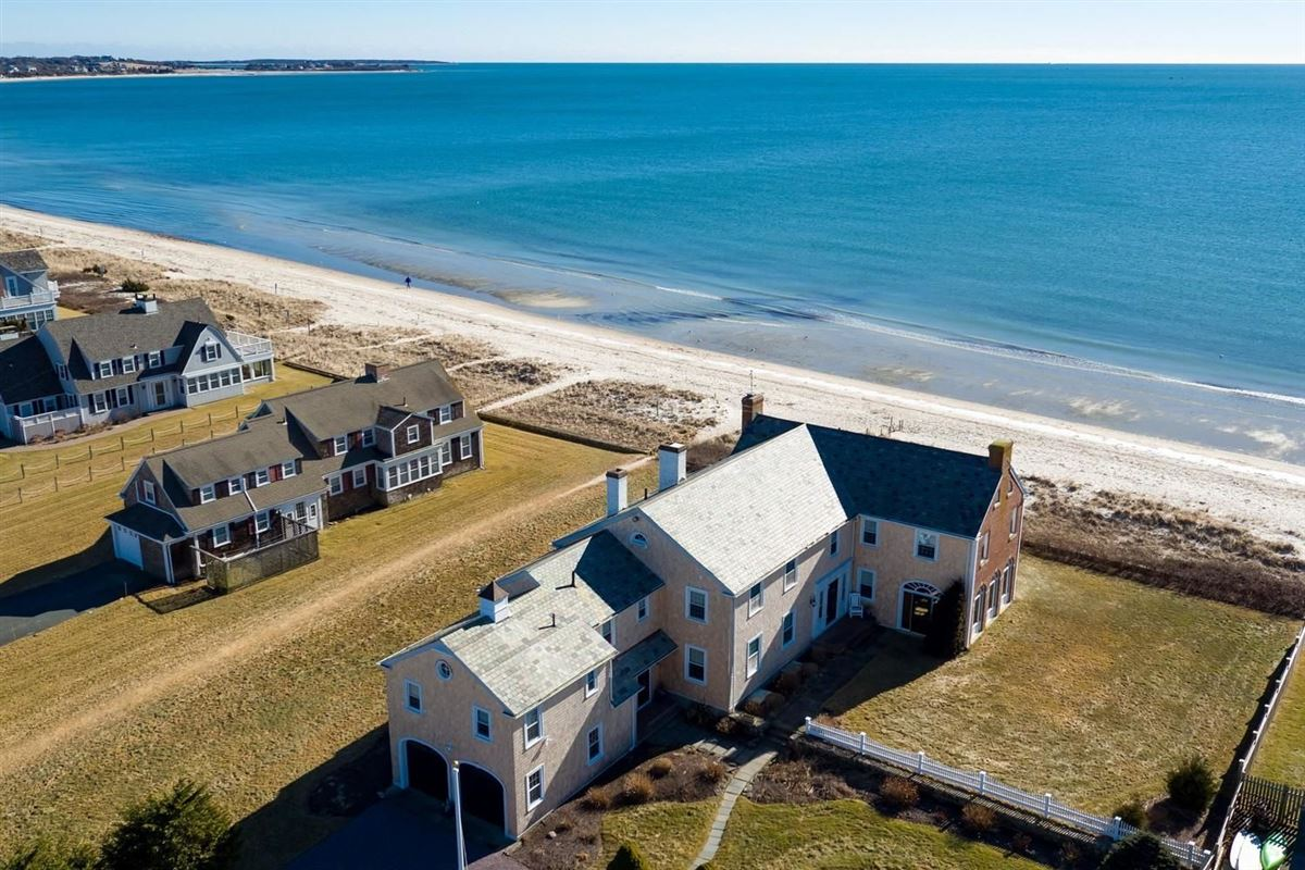 Mansions in Stately beach retreat in Massachusetts