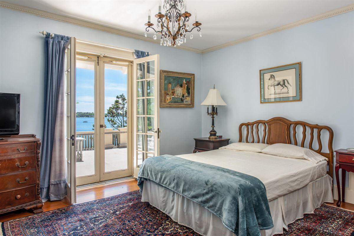 Mansions Luxurious waterfront Mediterranean Estate