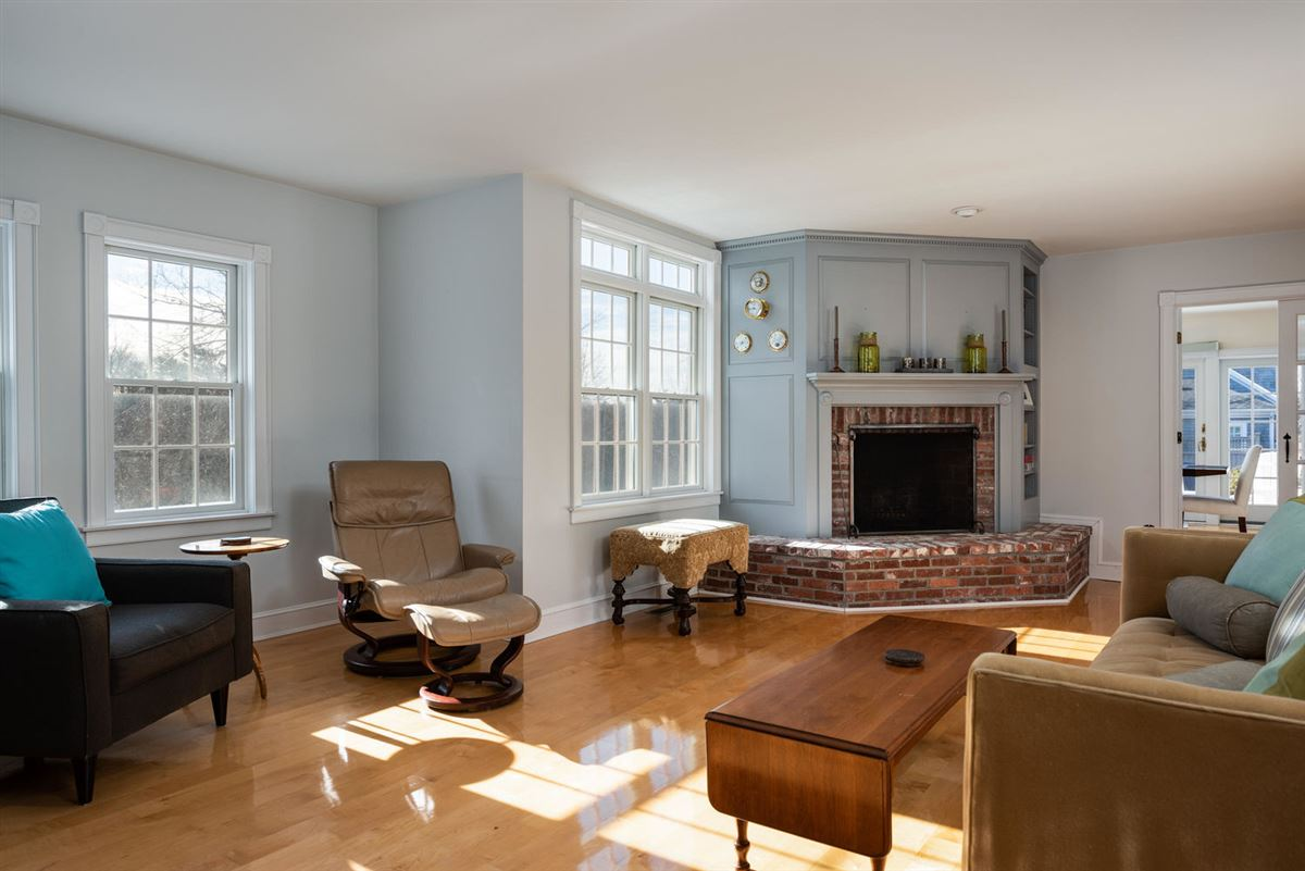 unique and elegant home in beautiful northside neighborhood luxury homes