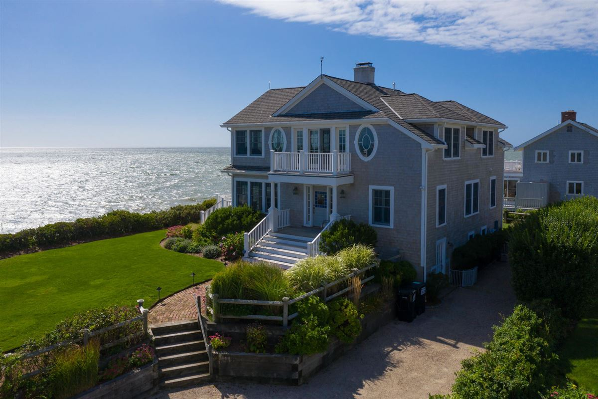 Luxury real estate an amazing waterfront home