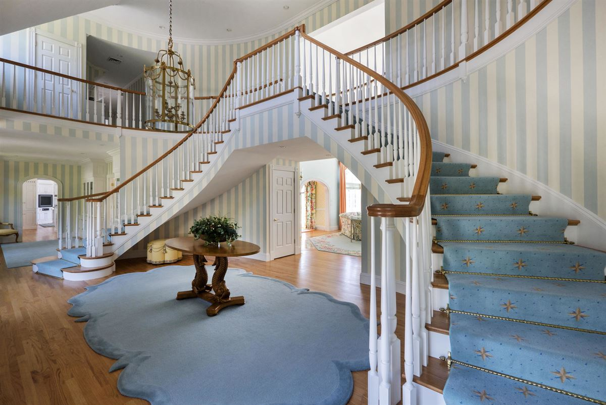 Luxury homes A true masterpiece on Wychmere Harbor