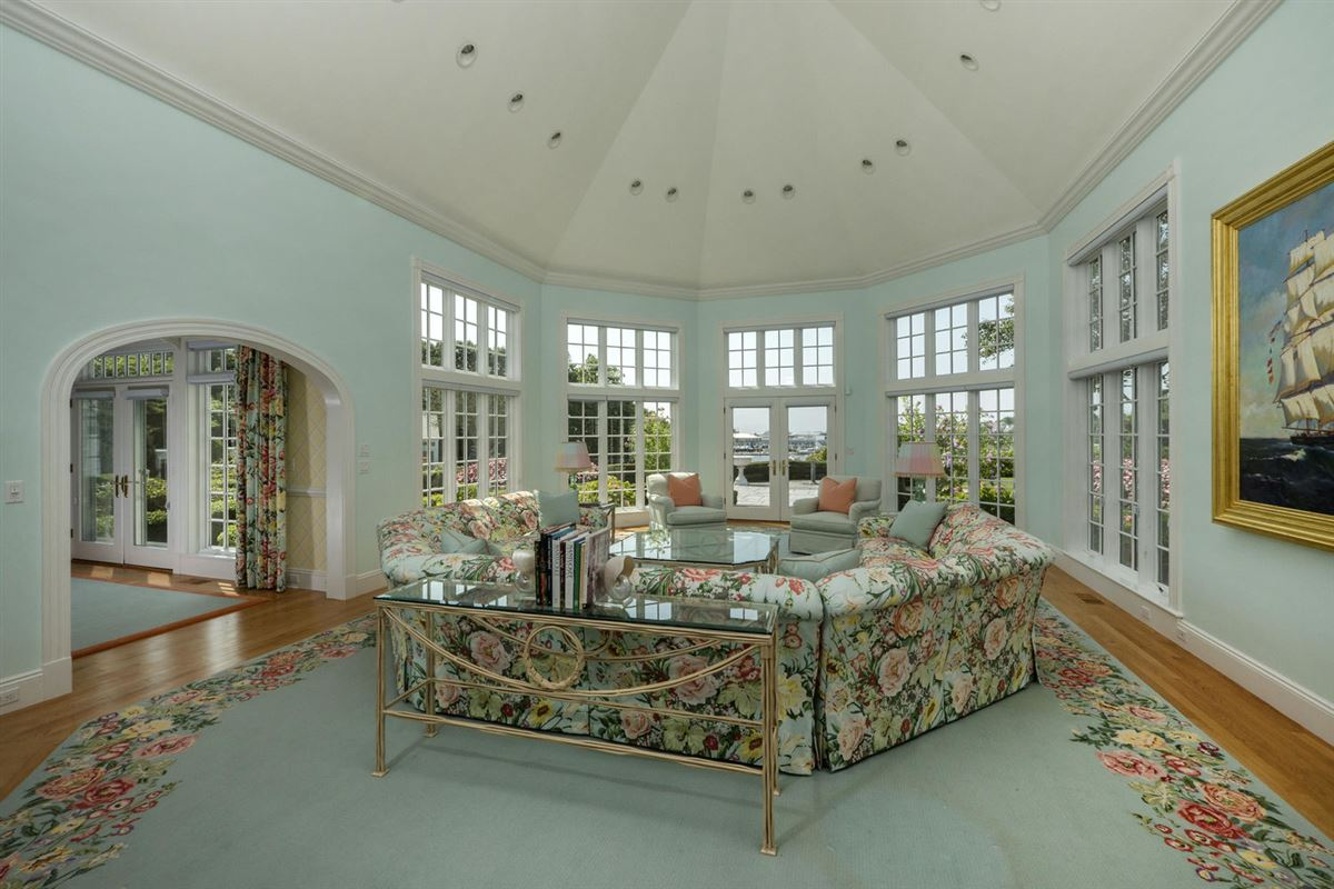 Luxury real estate A true masterpiece on Wychmere Harbor