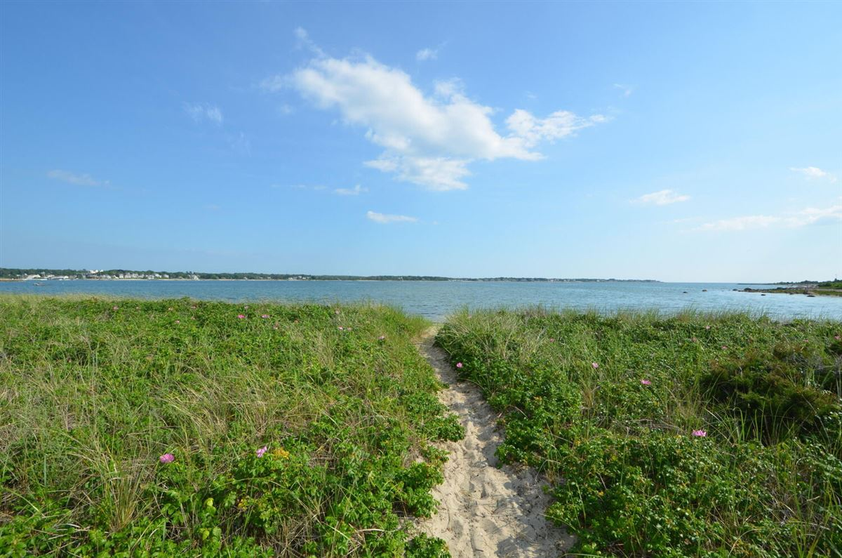 Luxury homes in Panoramic views of Buzzards Bay