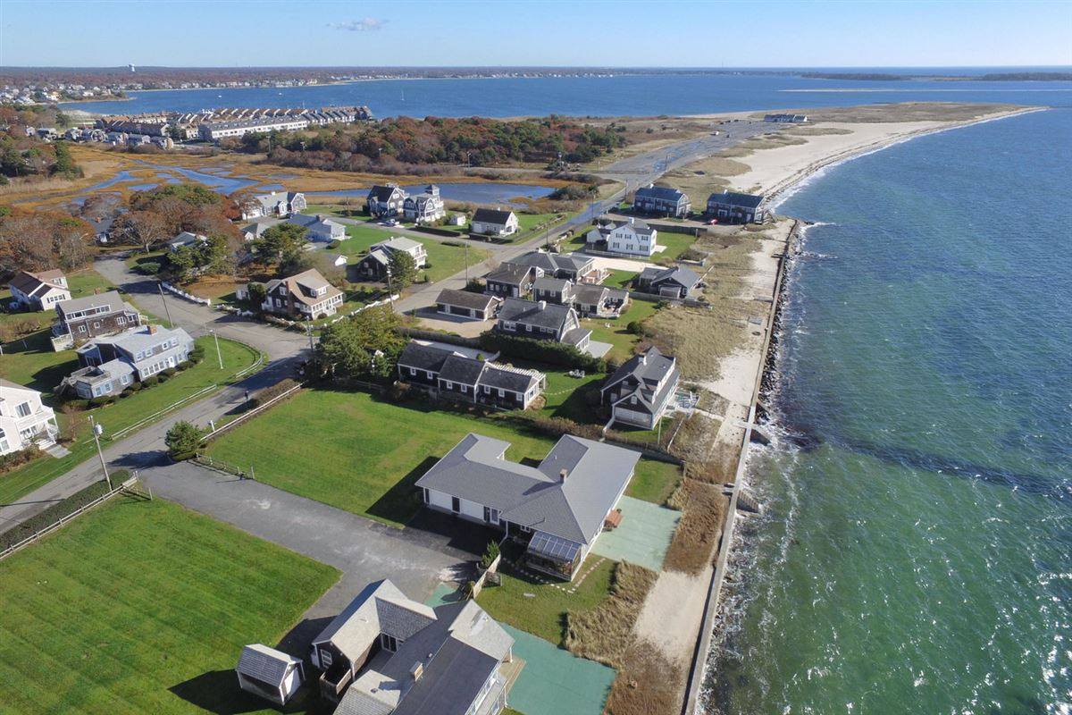 Fantastic waterfront home is in good condition luxury homes