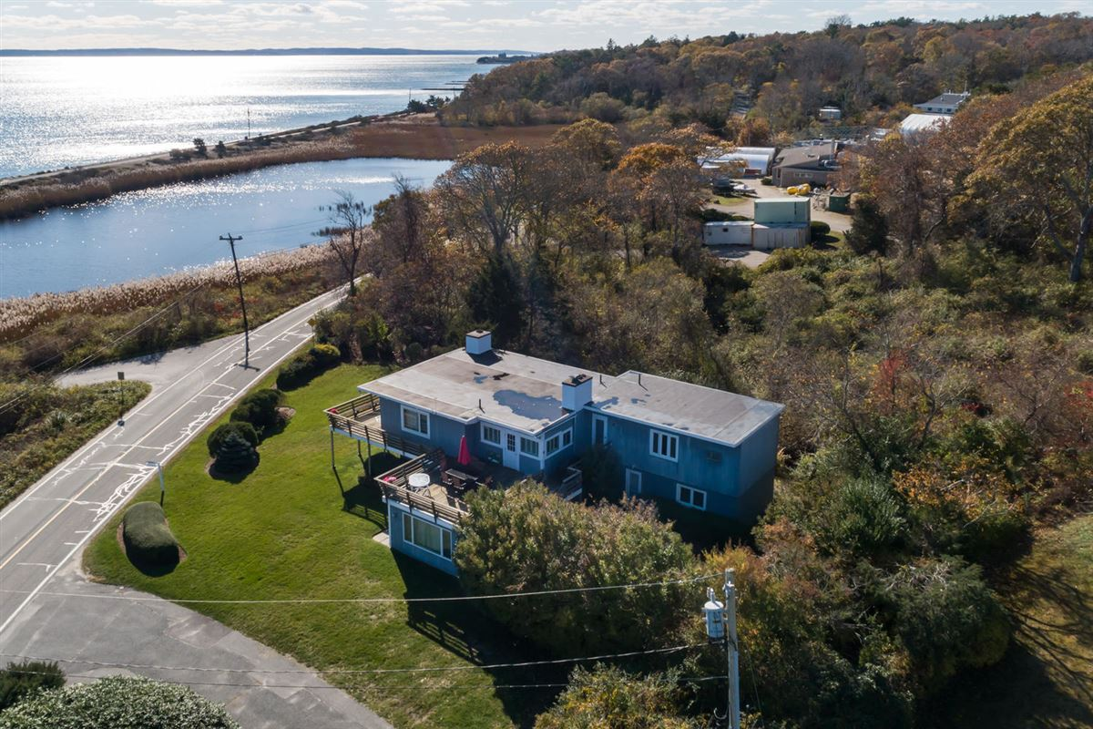 Luxury homes Spectacular two-acre waterfront estate