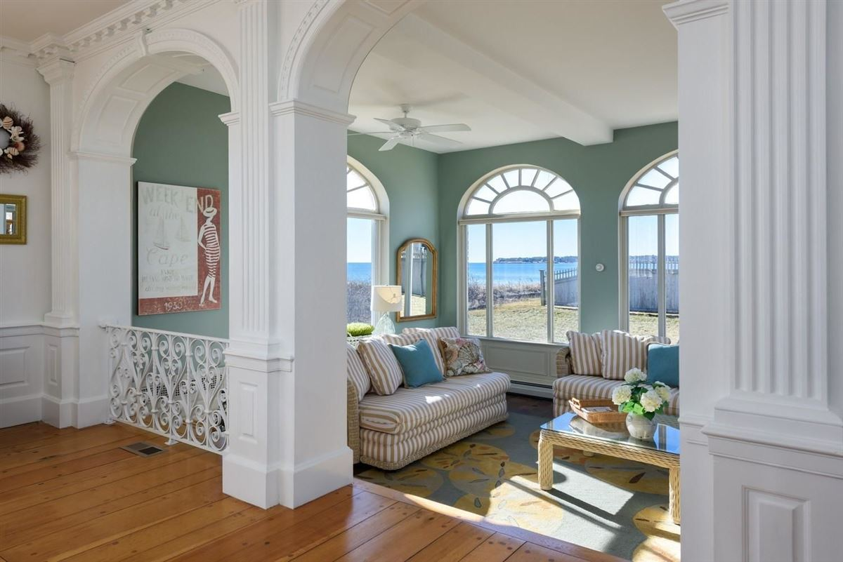 Mansions Spectacular two-acre waterfront estate