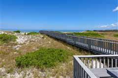 Mansions in Amazing views and a private boardwalk