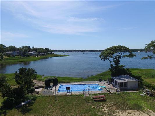 amazing waterfront retreat luxury homes