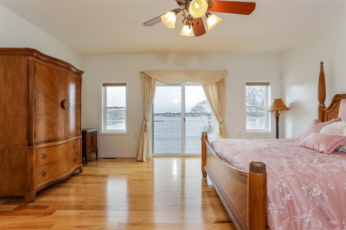 Luxury properties amazing waterfront retreat