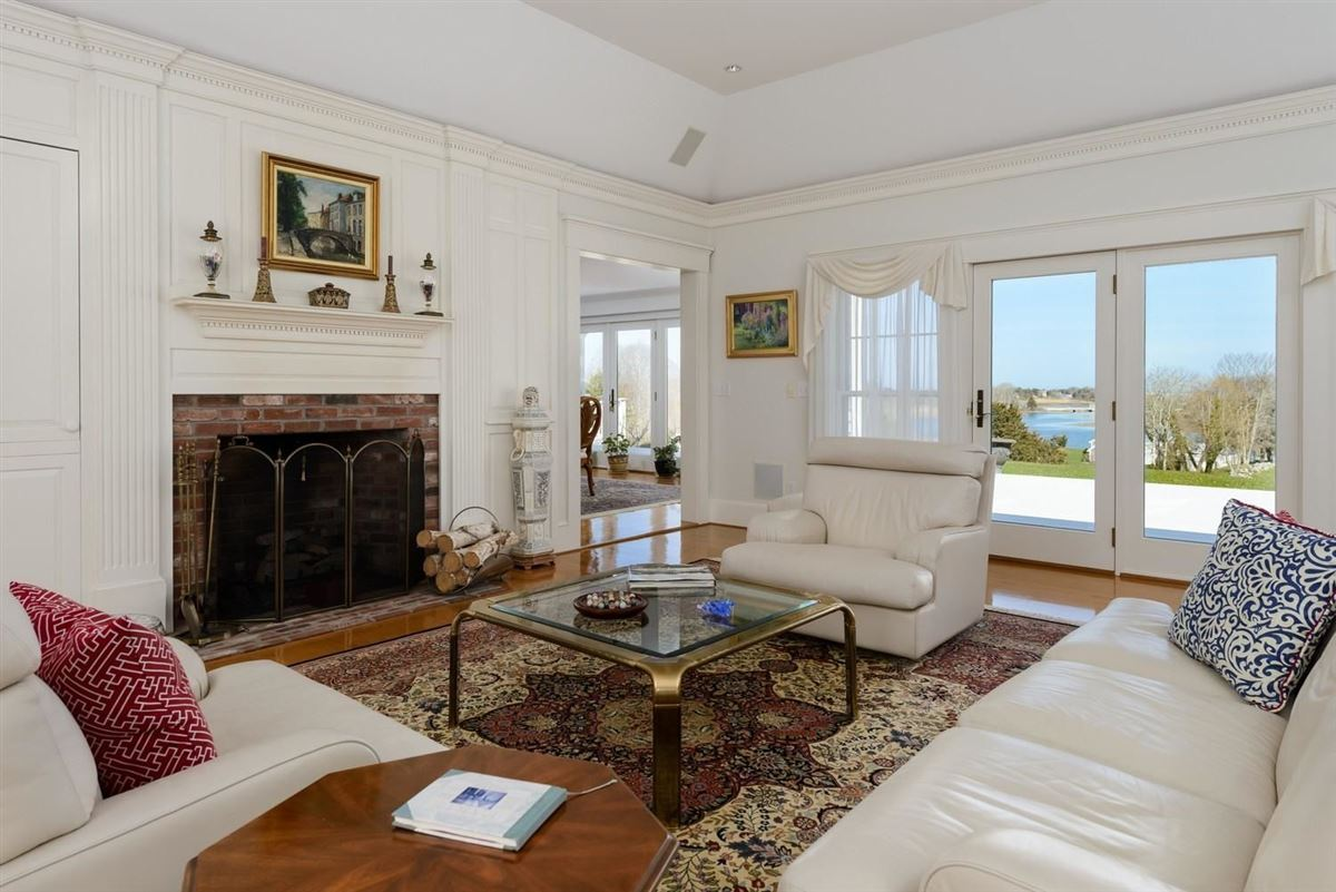 Mansions classic Greek Revival on two beautiful acres