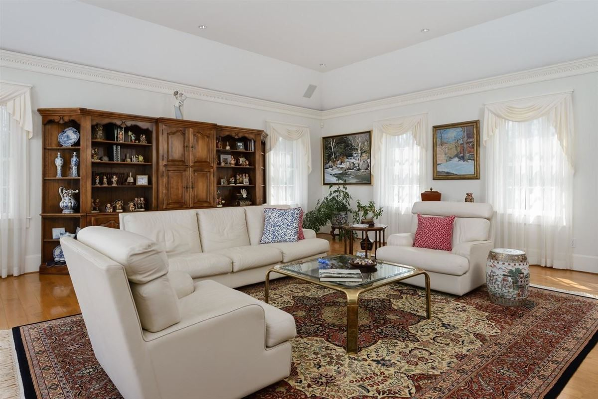 classic Greek Revival on two beautiful acres mansions