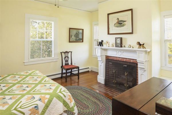 Mansions in classic Greek Revival on two beautiful acres