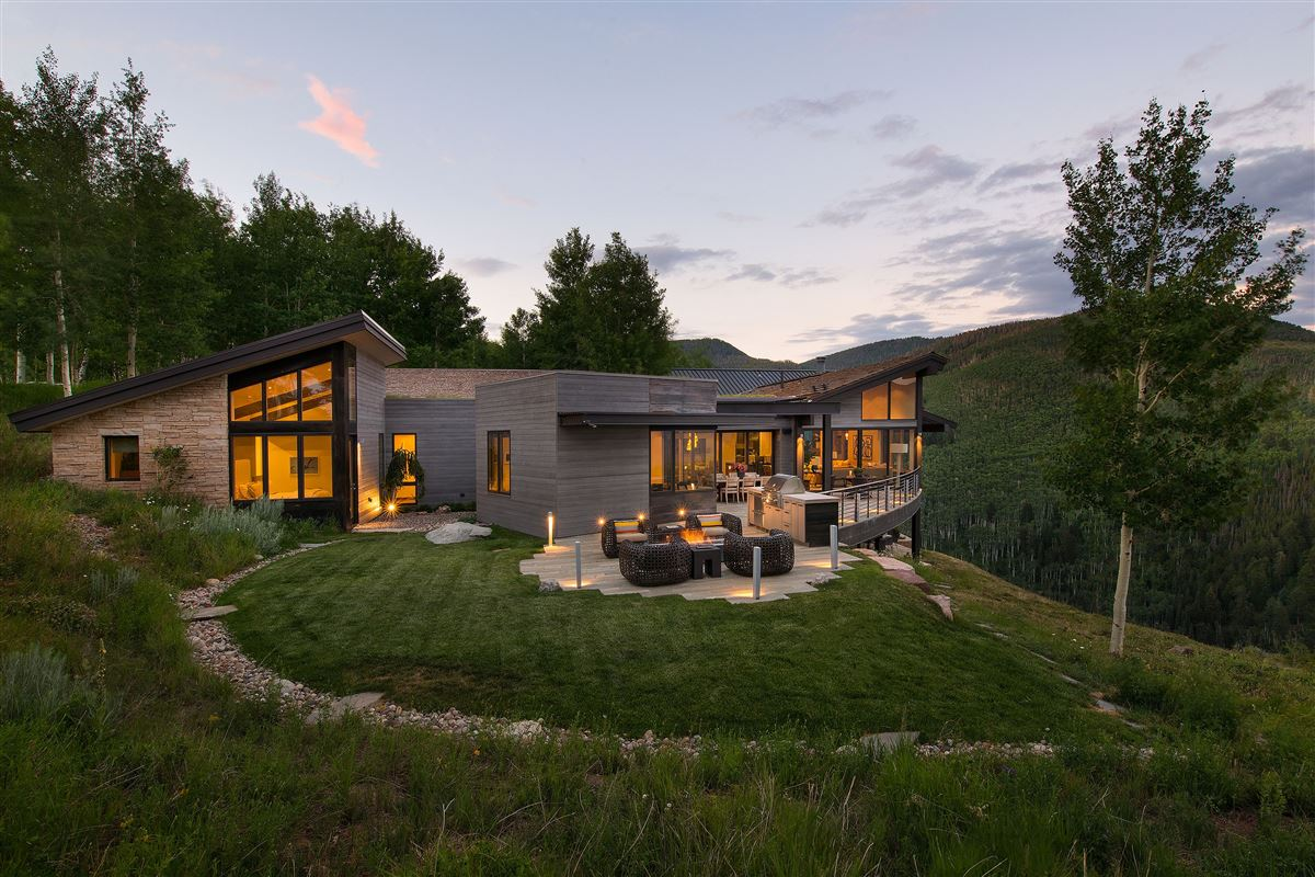 Mansions Award-winning home surrounded by nature