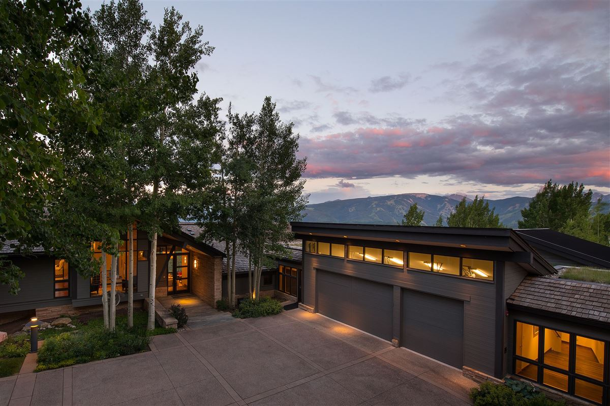 Luxury homes Award-winning home surrounded by nature