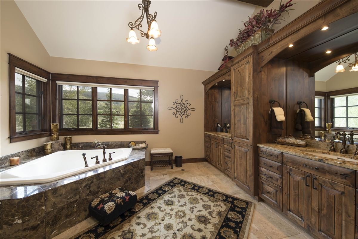 Luxury homes in exceptional Highlands at Breckenridge residence