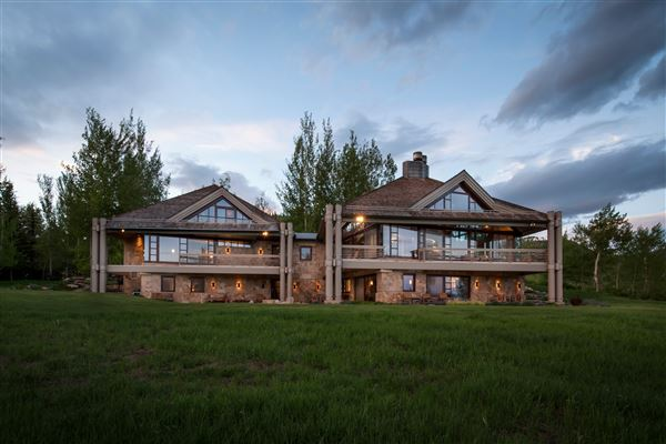 Mansions in superior contemporary in serene private setting