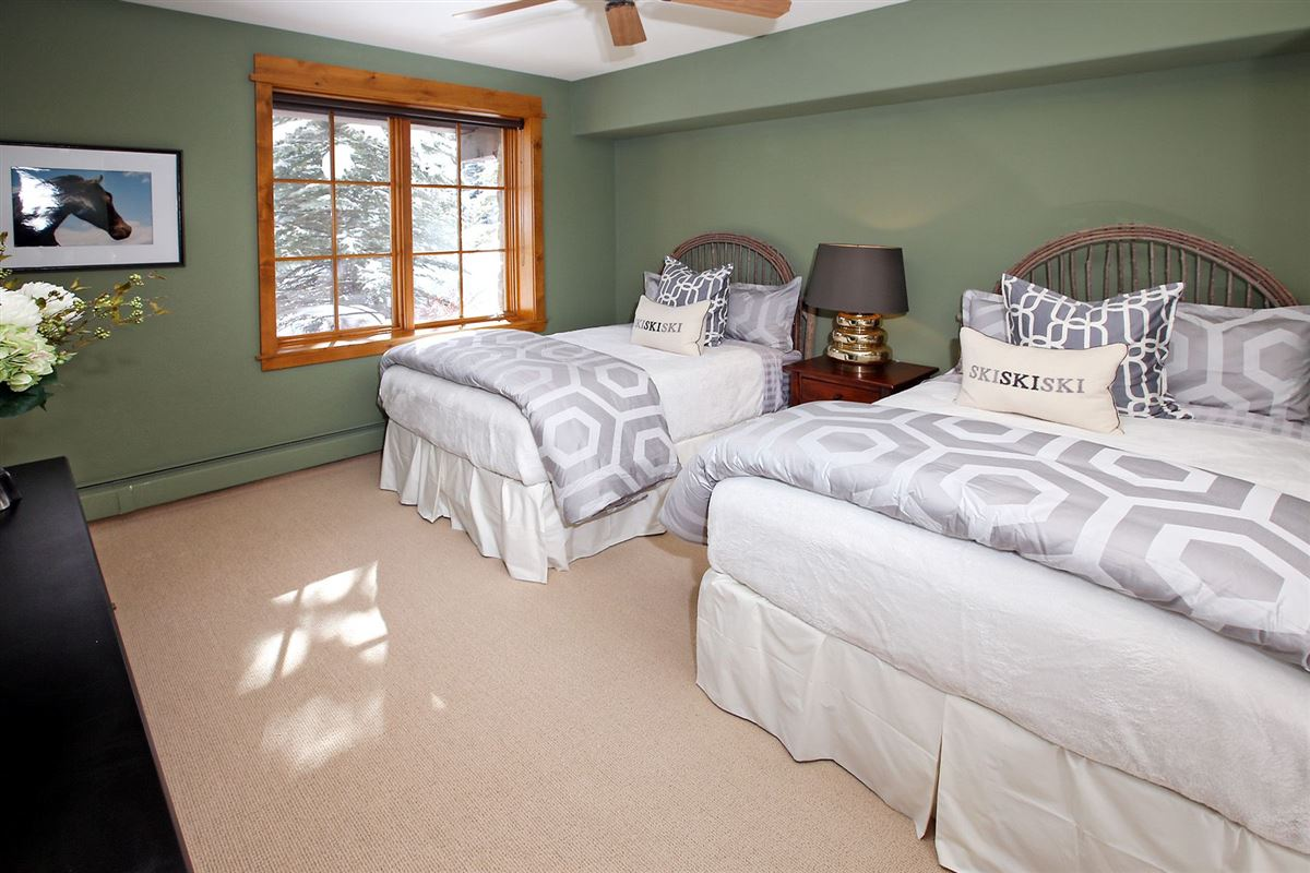 Ski-in/ski-out w/ Charming architecture | Bachelor Gulch mansions