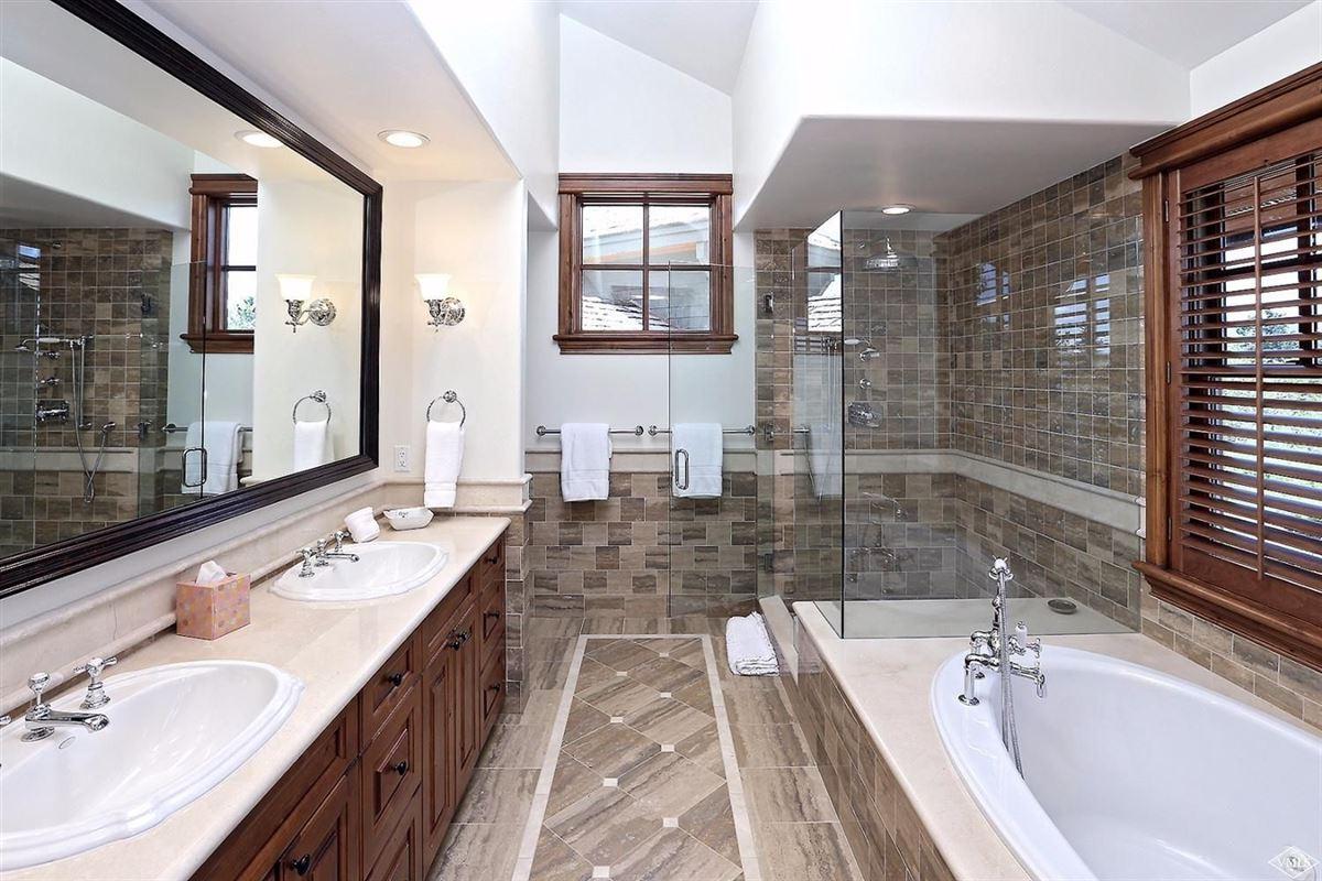 Luxury homes in Rocky Mountain splendor