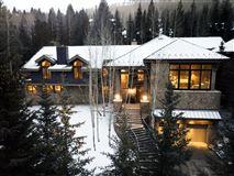 luxurious Vail Village Ski Chalet mansions