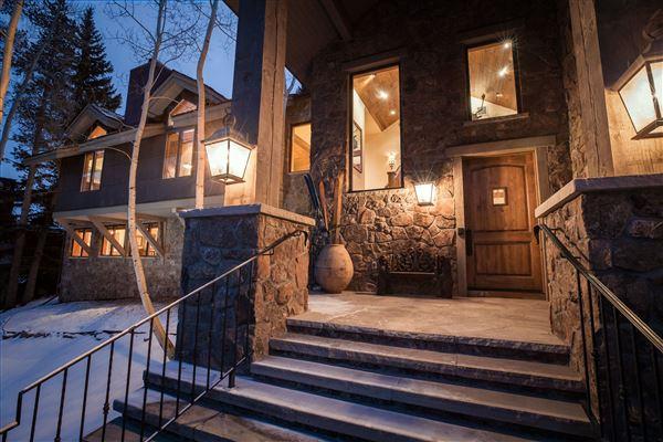 Mansions in luxurious Vail Village Ski Chalet
