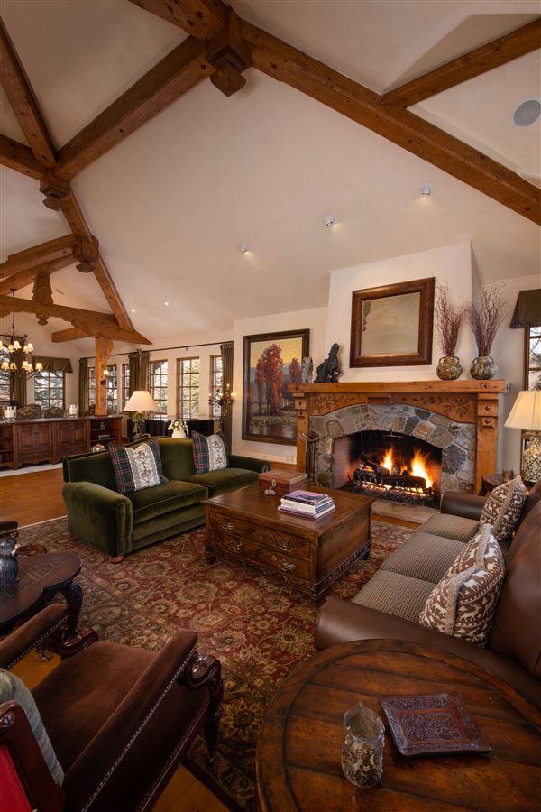 Luxury homes Charming mountain ski home