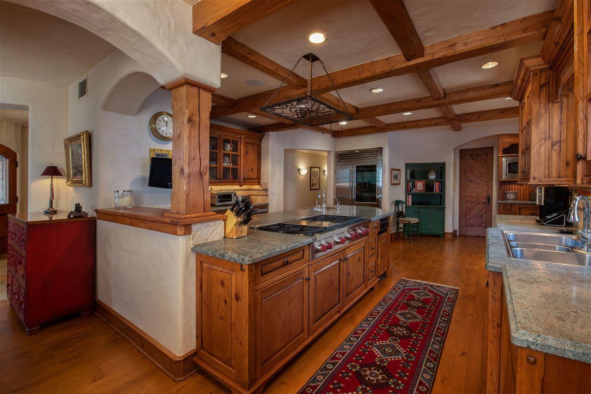 Luxury properties Charming mountain ski home