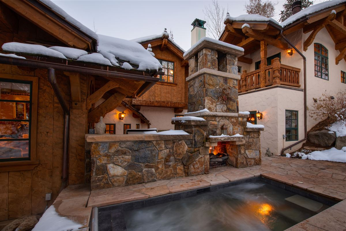 Mansions in Charming mountain ski home