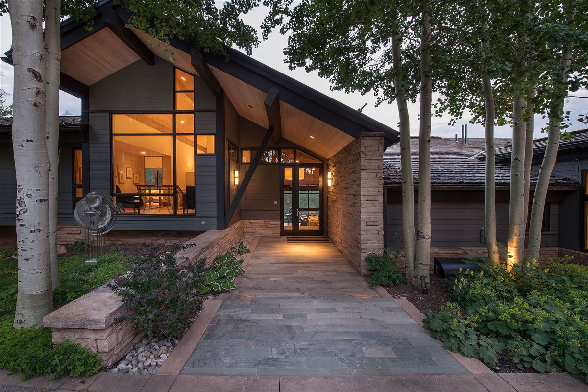Luxury homes in One of the most coveted locations in Mountain Star