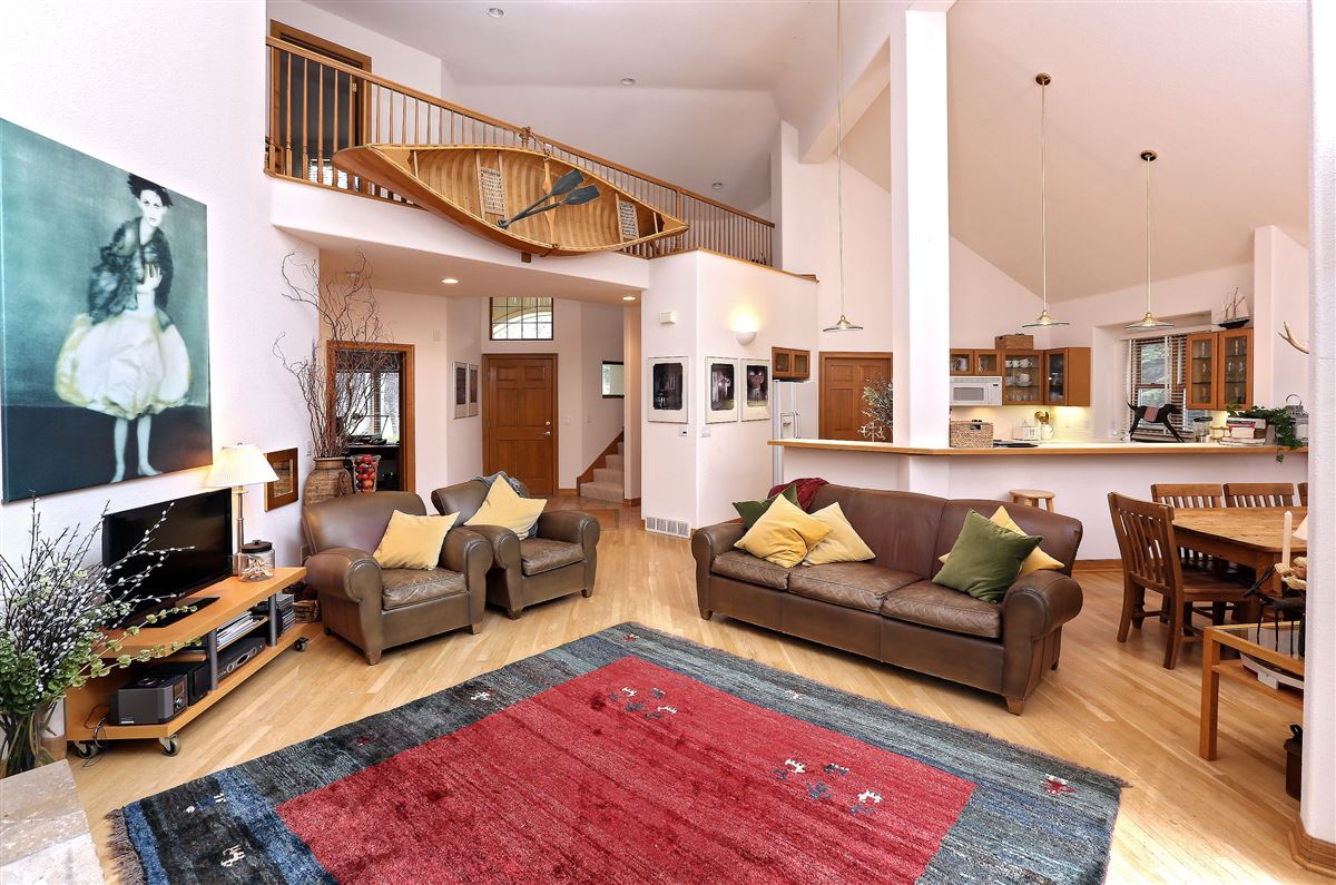 Luxury real estate lovely and bright Springs home