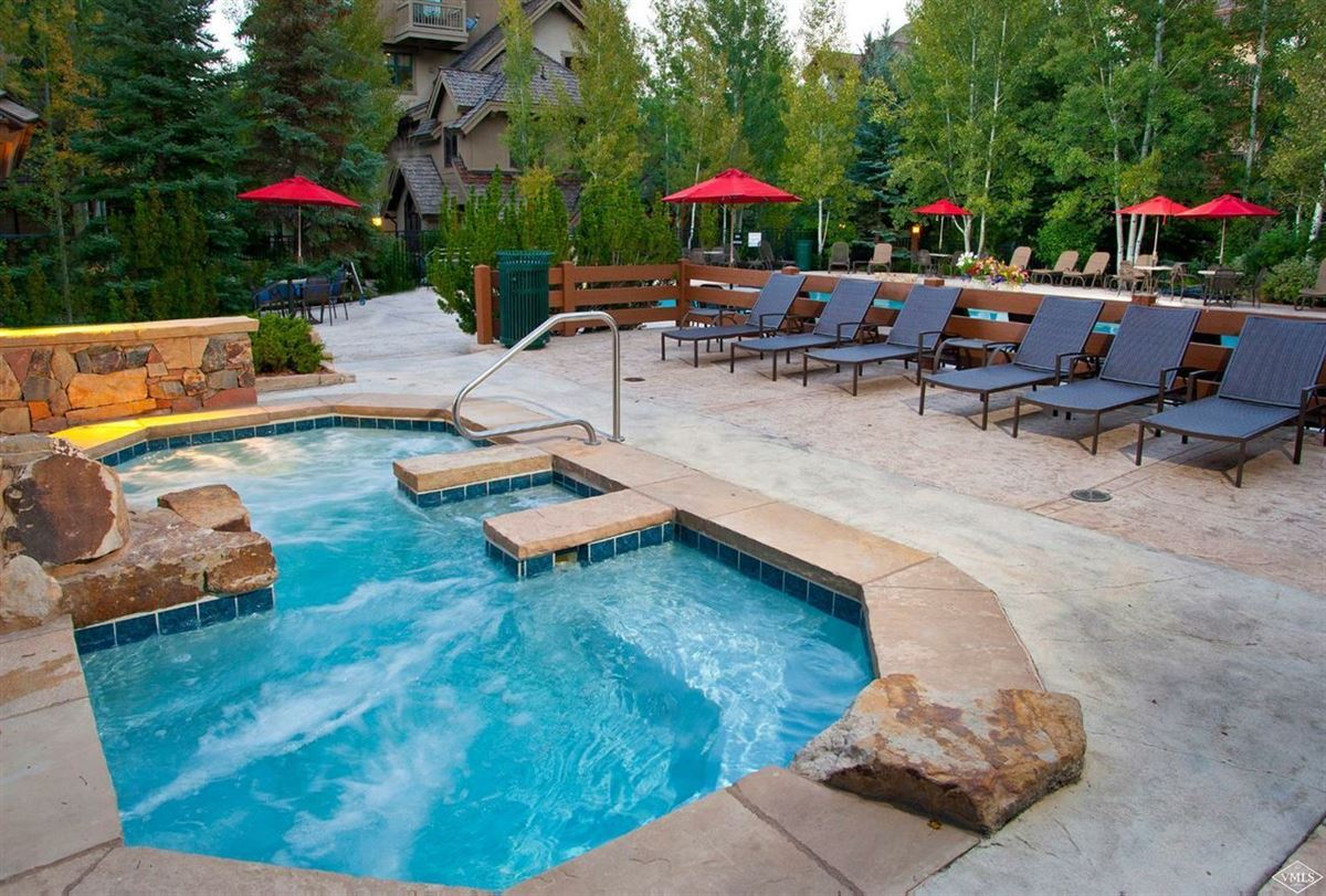 Luxury homes in lovely and bright Springs home