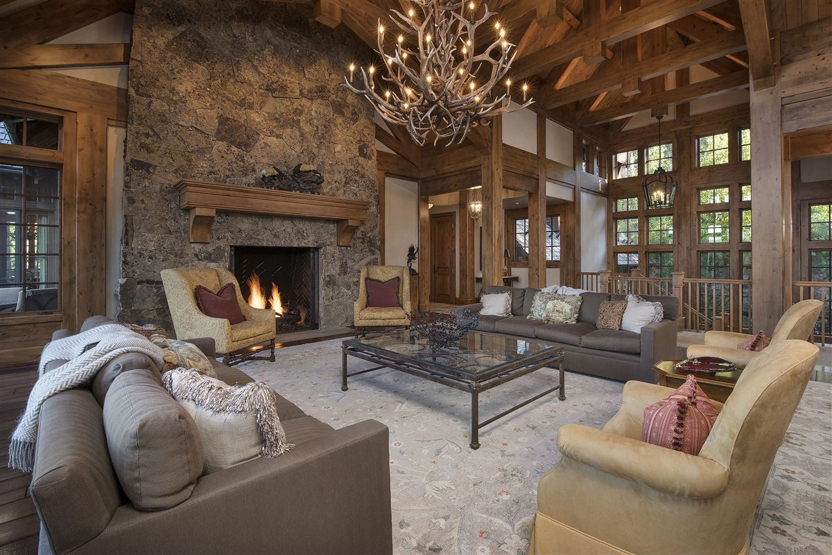 Mansions in Spectacular views of the Gore Range