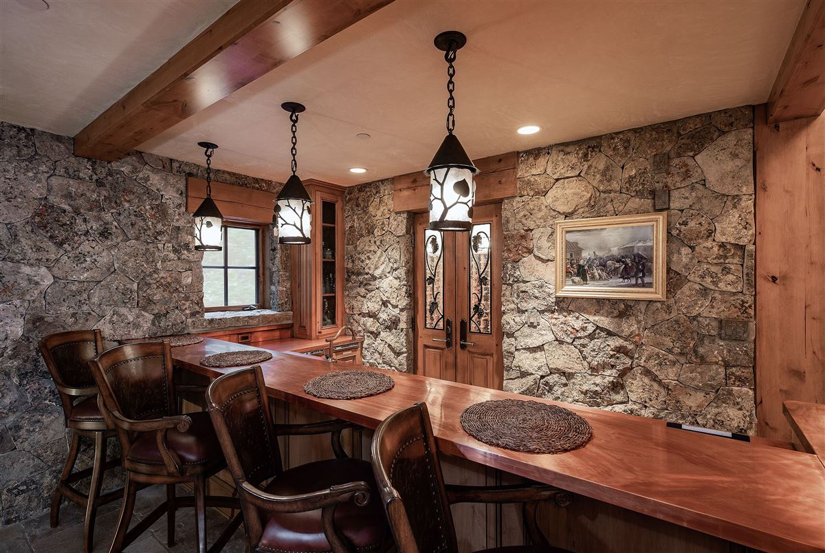 Luxury real estate Spectacular views of the Gore Range