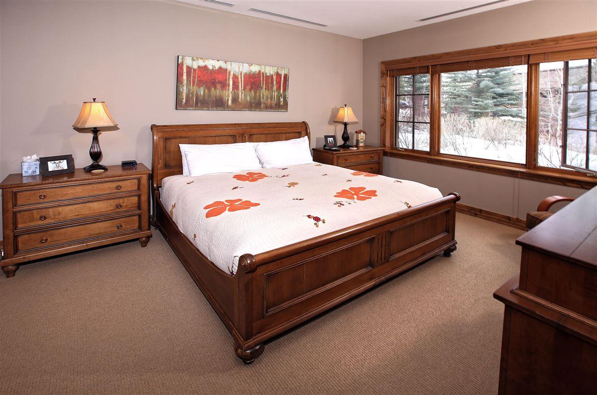 Mansions Ski Lodge condo