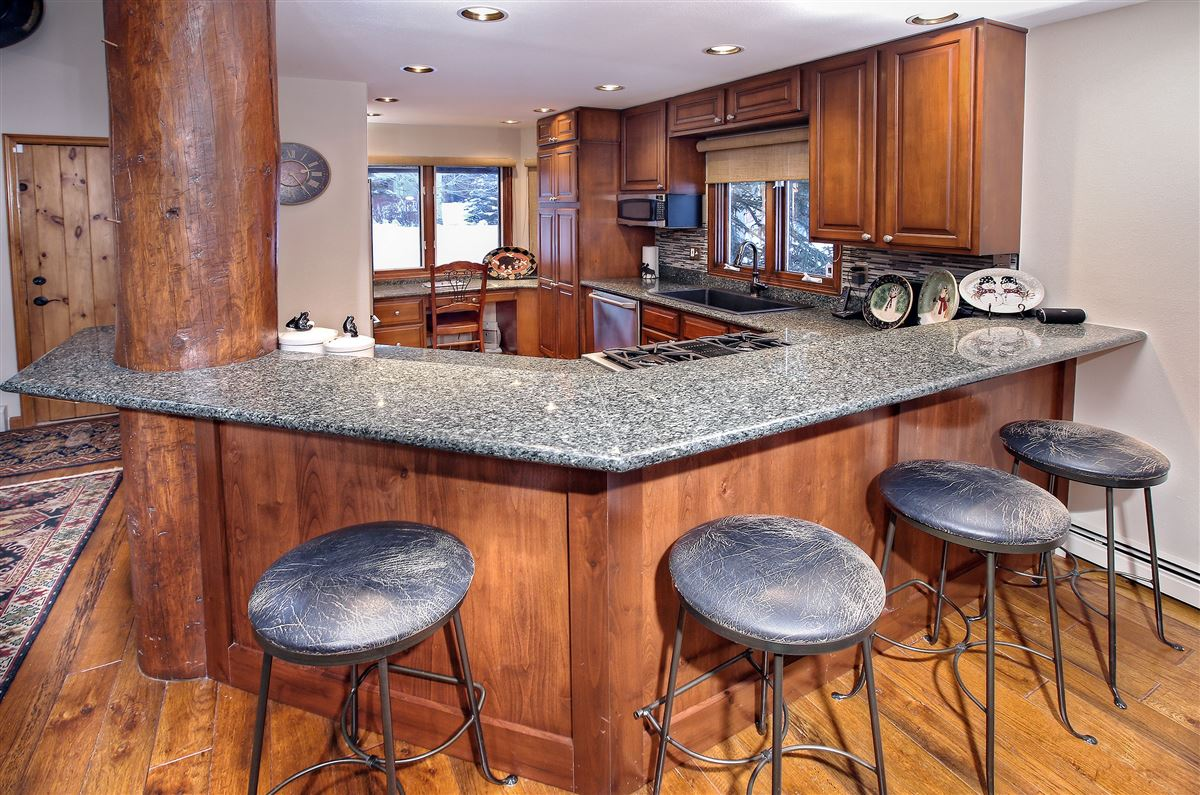 a Beautiful end unit luxury real estate