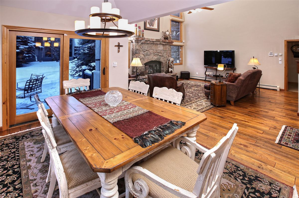Luxury properties a Beautiful end unit