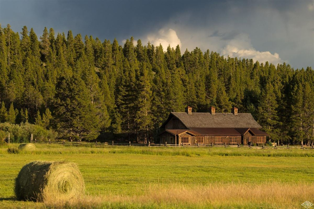 Mansions in The Wild Horse Ranch
