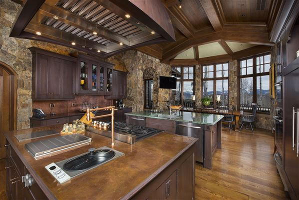 Mansions true trophy property on the mountain