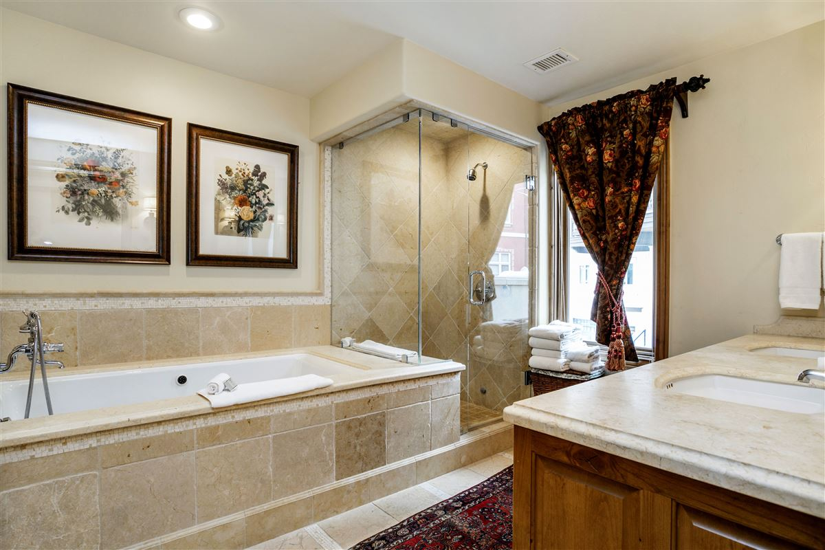 Luxury homes The Arrabelle At Vail Square