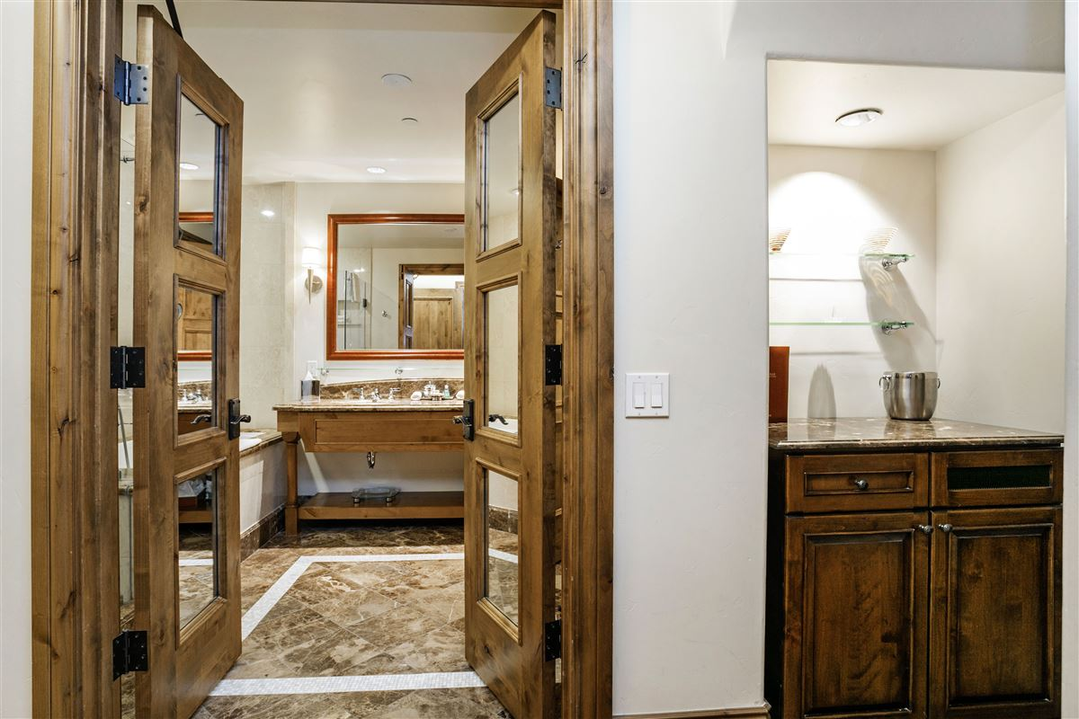 Luxury properties The Arrabelle At Vail Square