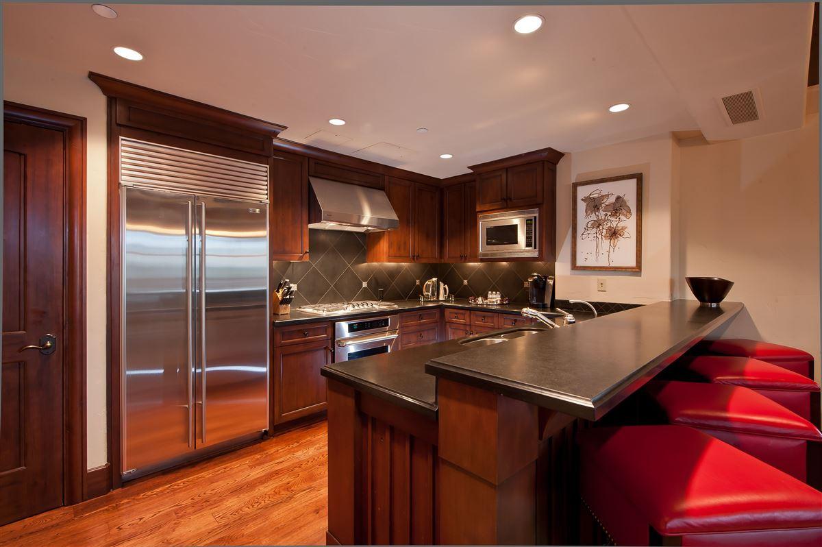 Luxury real estate exceptional Ritz-Carlton penthouse