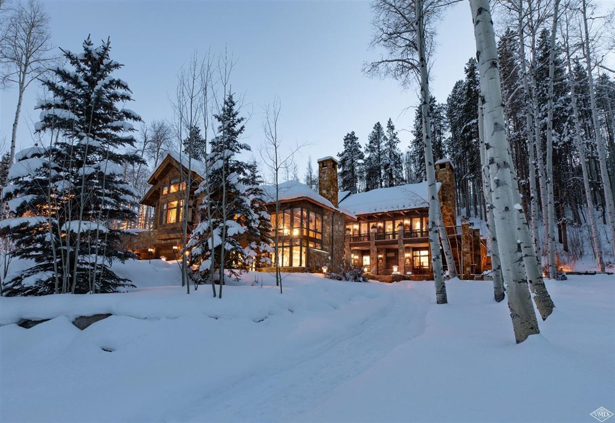 Mansions in Exclusive luxury residence in coveted area