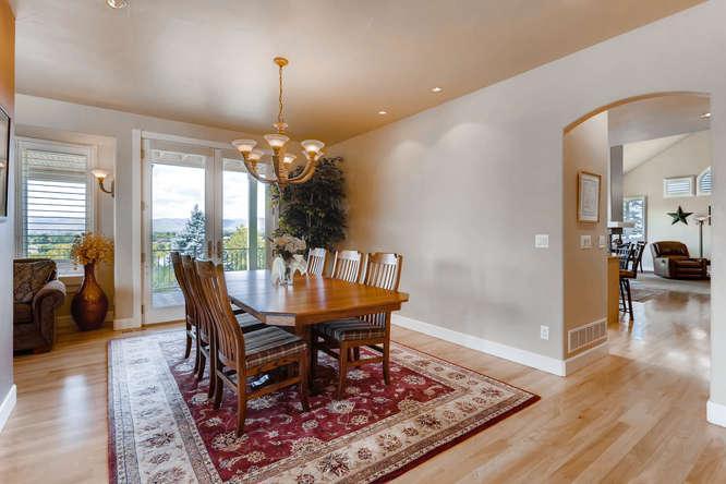 180 degree Views Sitting on 1 acre luxury homes
