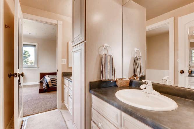 Luxury homes 180 degree Views Sitting on 1 acre