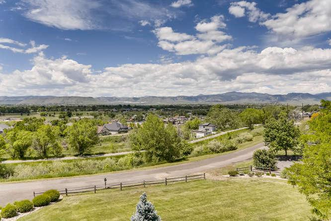 Luxury homes in 180 degree Views Sitting on 1 acre