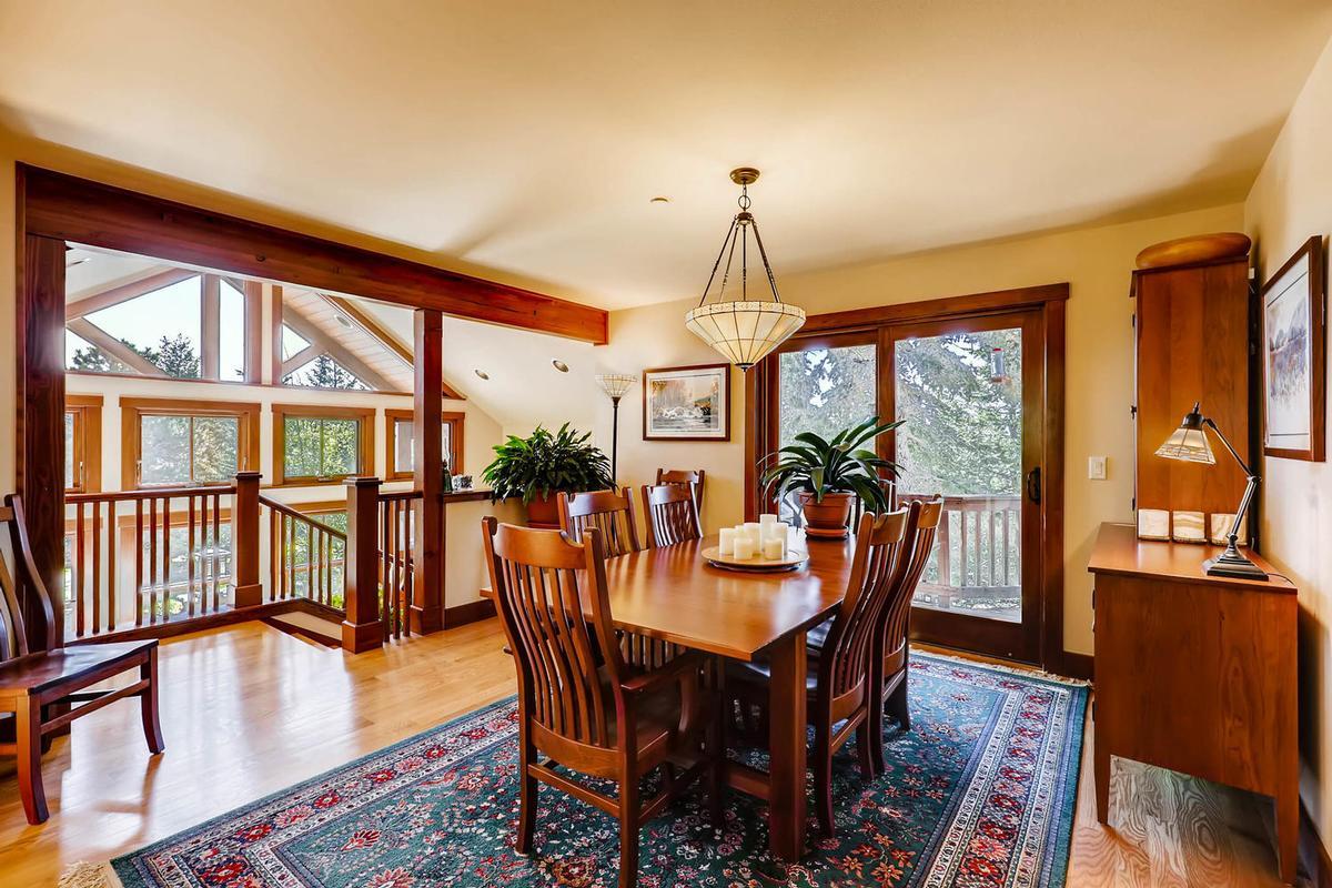 Luxury homes Cozy Craftsmen style mountain retreat